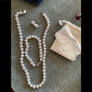 Genuine pearl necklace, bracelet and earring set